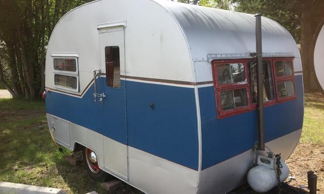 A blue and white Cozy Cruiser trailer.