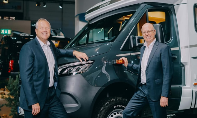 Martin Brandt (l.), CEO Erwin Hymer Group, and Bob Martin, CEO Thor Industries, at the Caravan Salon 2019 in Düsseldorf.