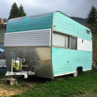 Front view of Esta Villa trailer.