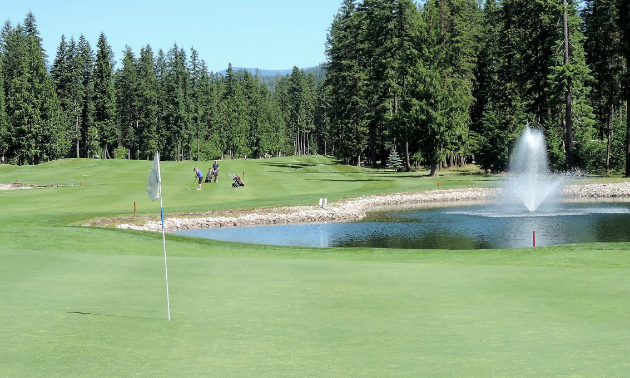 The ninth hole at Mabel Lake Golf & Country Club features two ponds.