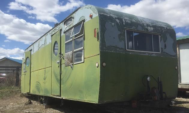 Vintage RV: Early model (1950's?) Platt Trail-a-Home Travel Trailer
