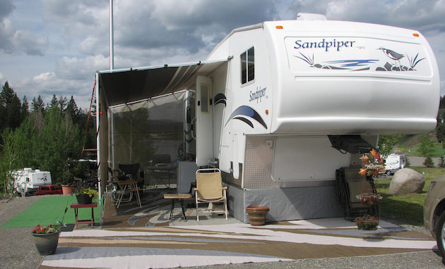 A fifth wheel RV set up for full-time RV living.