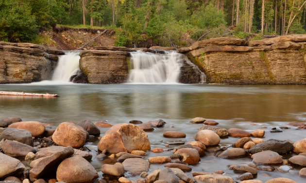 The trailhead to Flatbed Falls is located just one kilometre out of town on Highway 52 South