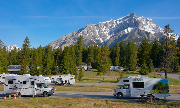 Rvs in front of the mountains