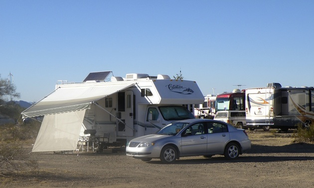 RVs boondocking in the desert