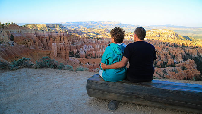 Picture of two people sitting on bench at Bryce Canyon, Utah.