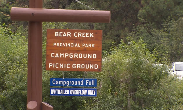 Picture of campground sign that says they are full.