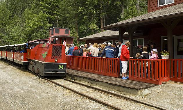 tourists going on a tour of the Sullivan Mine