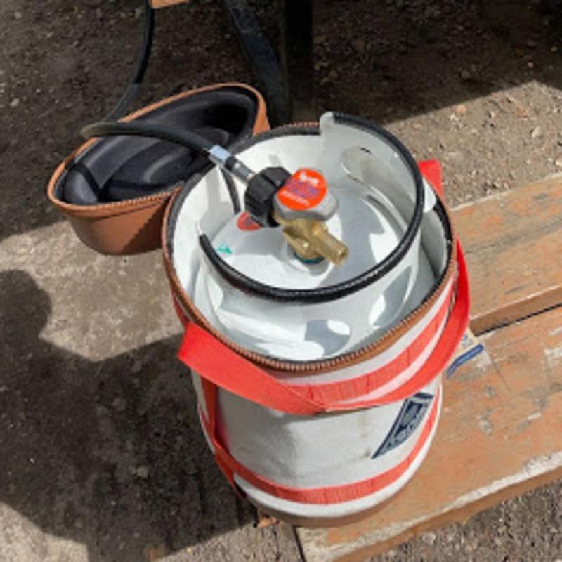 gas growler in use
