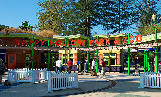 outside of the Happy Hollow Zoo with kids in front