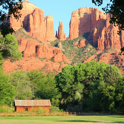 Picture of cabin with sandstone mountains in background.
