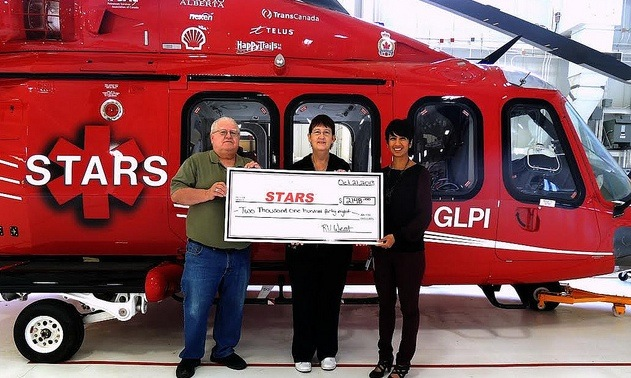 Nafisa Taimuri (right), of the STARS Foundation accepts a cheque for $2148 from Duane and Lynda Pilson hosts of the RVwest Rally.
