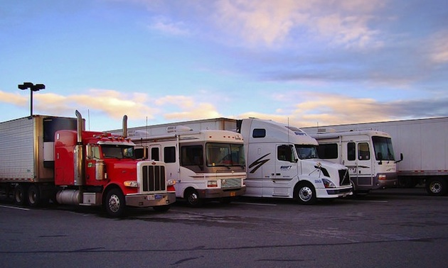 trucks, motorhomes boondocking at Rolling Hills Casino